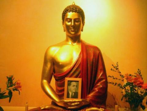 A Buddhist shrine with Ambedkar's portrait. Source: Akuppa John Wigwam/Flickr